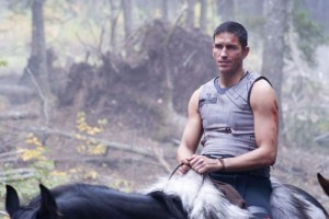 james-caviezel-in-una-sequenza-del-film-outlander